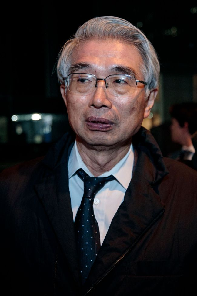 Junichiro Hironaka, new lawyer of former Nissan chief Carlos Ghosn, speaks to the media outside his office building in Tokyo on February 13, 2019. (AFP-Yonhap)
