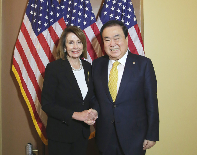 National Assembly Speaker Moon Hee-sang (right) shakes hands with US House Speaker Nancy Pelosi during their meeting in Washington on Tuesday. Yonhap
