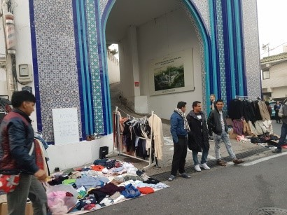 Yemeni asylum seekers hold a bazaar in front of the Seoul Central Mosque in Itaewon, central Seoul. (Union of Yemen Community in Korea)