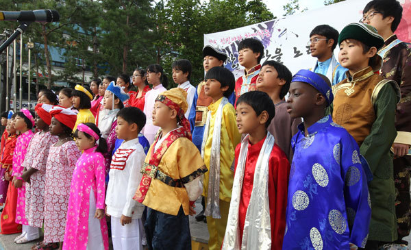 Kosian Kids Chorus, a chorus group of children from multicultural households. Yonhap