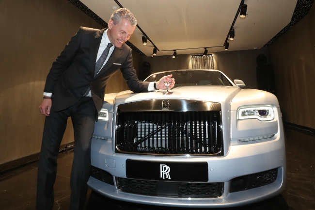 Torsten Muller-Otvos, chief executive officer of Rolls-Royce Motor Cars, poses with Silver Ghost at its showroom in Seoul, on Wednesday. (Rolls-Royce)