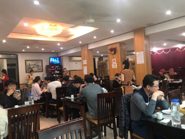 Guests dine at Pyongyang Restaurant in Hanoi, Vietnam, Tuesday. (Jo He-rim/The Korea Herald)