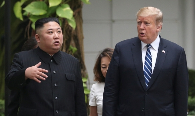 U.S. President Donald Trump and North Korean leader Kim Jong Un take a walk after their first meeting at the Sofitel Legend Metropole Hanoi hotel, Thursday, Feb. 28, 2019, in Hanoi. (AP-Yonhap)