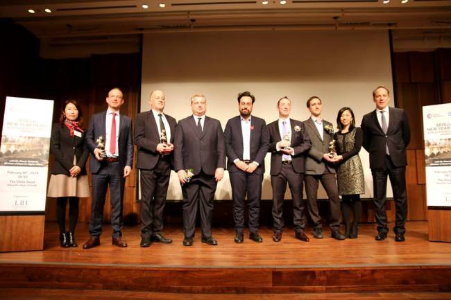 Mounir Mahjoubi, French Minister for Digital Affairs poses for a photo with French Ambassador in Korea Fabien Penone, FKCCI Chairman David-Pierre Jalicon, FKCCI General Director Stella Yoon and the FKCCI Business Awards winners. (FKCCI)