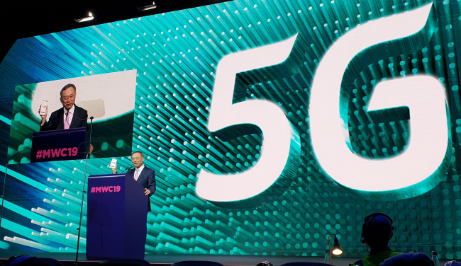 KT chief Hwang Chang-gyu delivers a keynote speech during 2019 MWC in Barcelona last week. KT