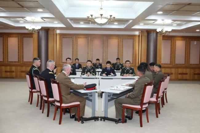 Military officials from South and North Korea and the United Nations Command meet at the truce village of Panmunjom on Nov. 6 to discuss details on disarming the Joint Security Area. (Yonhap)