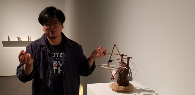 Artist Yang Jung-uk speaks during a press conference held at Gallery Hyundai on Feb. 28 (Shim Woo-hyun / The Korea Herald)