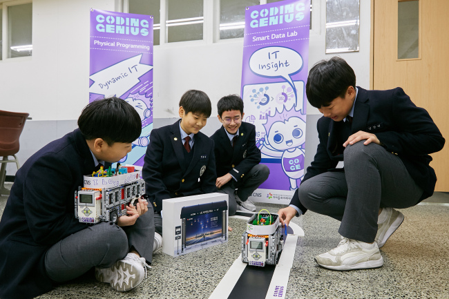 Students from Shinil Middle School uses Lego robot cars to learn about self-driving technology (LG CNS)