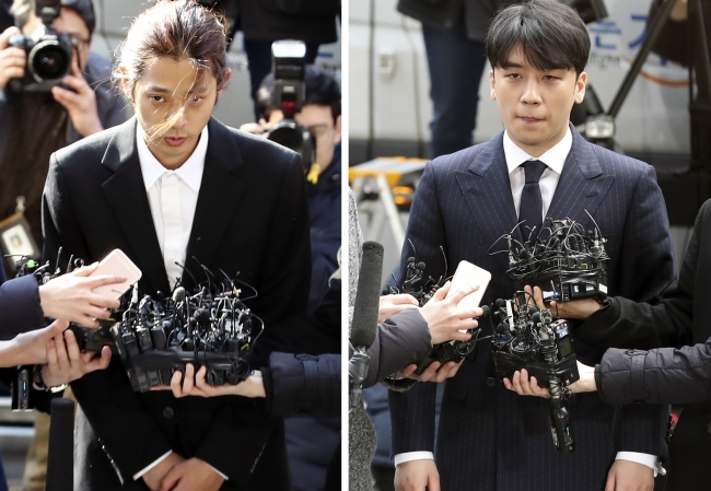 Jung Joon-young (left) and Seungri appear at Seoul Metropolitan Police Agency on Thursday for questioning (Yonhap)
