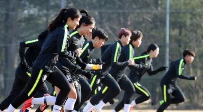 In this file photo taken on Feb. 21, 2019, South Korea women`s national football team players train at the National Football Center in Paju, north of Seoul. (Yonhap)