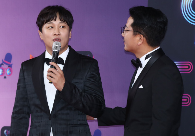 Cha Tae-hyun (left) and Kim Joon-ho (right) (Herald DB)