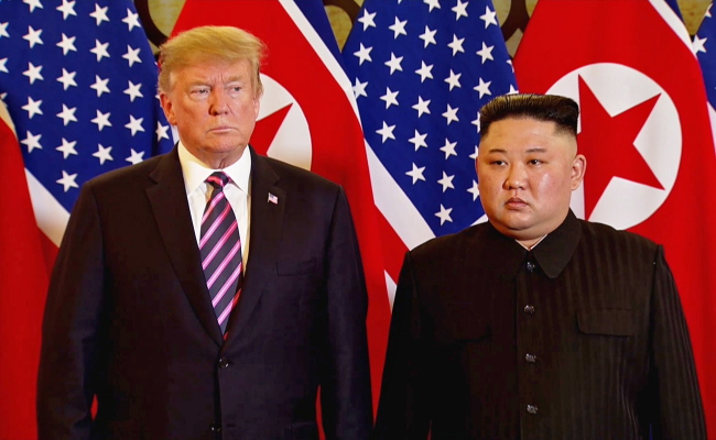 A video grab shows US President Donald Trump (left) and North Korean leader Kim Jong-un pose during the second US-North Korea summit in Hanoi, Vietnam on Feb. 27. (EPA-Yonhap)