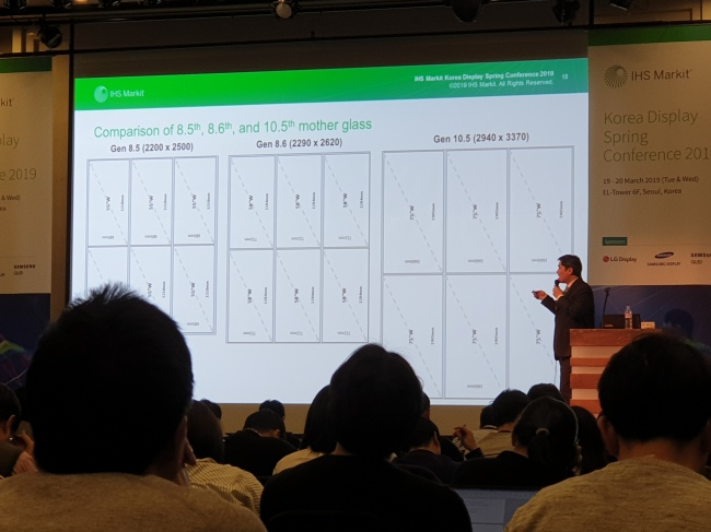 Alex J. Kang, principal analyst at IHS Markit, speaks during Korea Display Spring Conference 2019 in Seoul on Tuesday. (By Song Su-hyun /The Korea Herald)