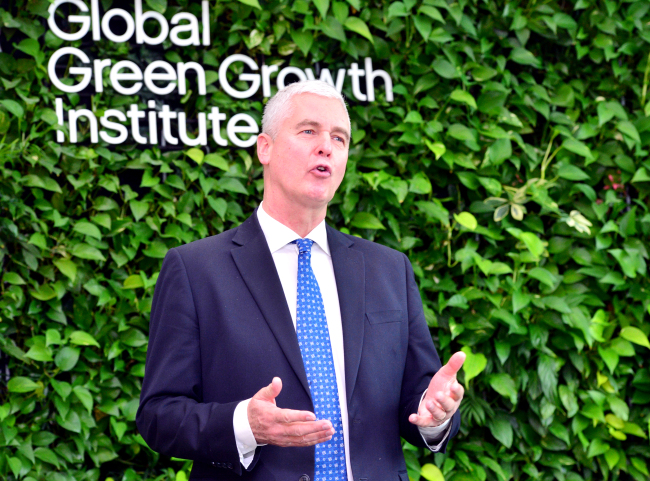 Frank Rijsberman, director-general of the Global Green Growth Institute, speaks during an interview with The Korea Herald at the GGGI headquarters in central Seoul, Monday. (Park Hyun-koo/The Korea Herald)