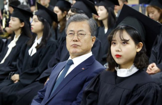 "President Moon Jae-in makes his visit to the graduation ceremony at a university in Bucheon, Gyeonggi Province on Feb. 21, 2019. In his celebration speech, Moon called on graduates ""to trust the value of justice and fairness that (they) learned in schools, and trust the support from the nation."" (Yonhap photo)"