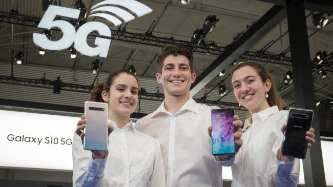 Models introduce Galaxy S10 5G at the MWC 2019 in February.