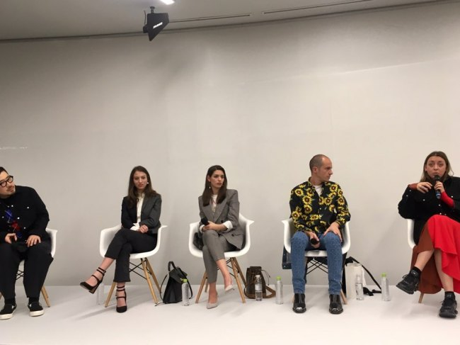 International buyers speak during a mentoring session held Thursday at the Dongdaemun Design Plaza in central Seoul. (Im Eun-byel / The Korea Herald)