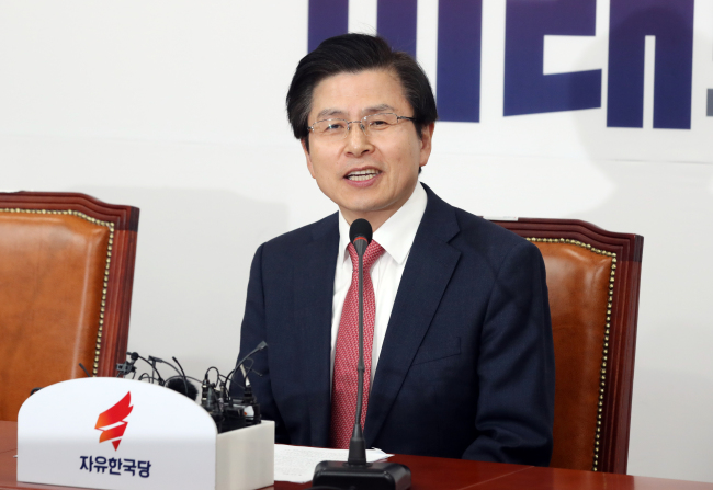 Liberty Korea Party Chairman Hwang Kyo-ahn speaks at the party`s supreme council meeting on Thursday. Yonhap