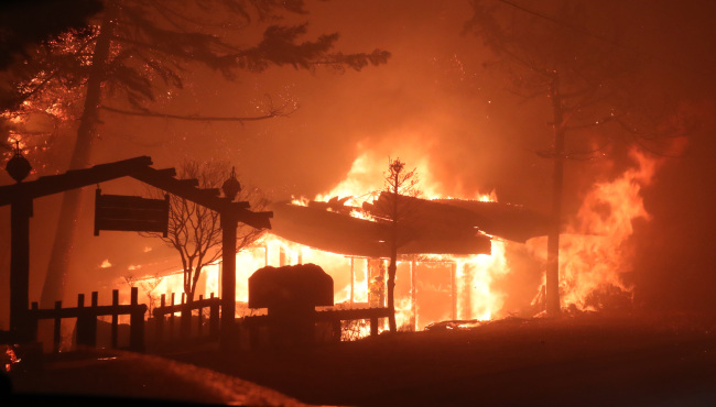 A restaurant is engulfed by fire in the northeastern border town of Goseong on Thursday. (Yonhap)