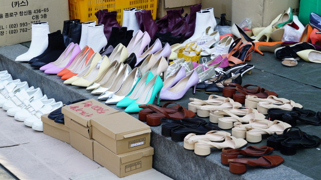 Vintage clothes, shoes and accessories are displayed at the Dongmyo street market in Seoul on March 29. (Choi Ji-won/The Korea Herald)