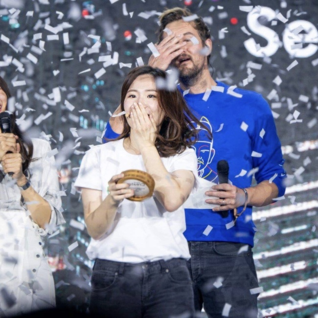 Regina Yoo, co-founder and CMO of Freshcode, wins at WeWork's Creator Awards, a contest for creators and startups, in Seoul on Feb. 28. (Freshcode)