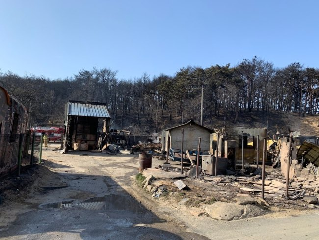 The town sits about 5.6 km away from where Korea's worst-ever wildfire started in Goseong, Gangwon Province.. (Kim Arin/The Korea Herald)