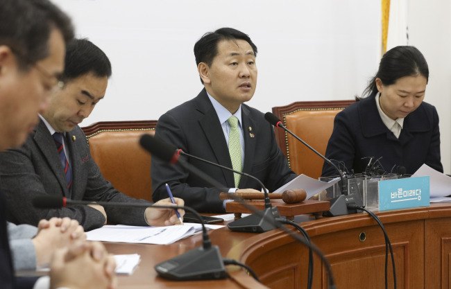 Bareunmirae Party floor leader Kim Kwan-young speaks at a party policy meeting on Thursday. (Yonhap)
