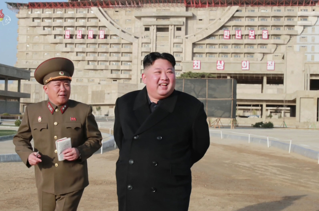 North Korea`s leader Kim Jong-un(right). Yonhap