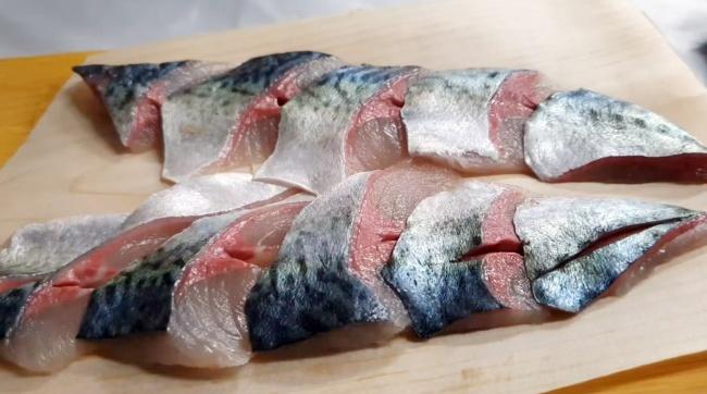 Sliced raw mackerel (Im Eun-byel/The Korea Herald)