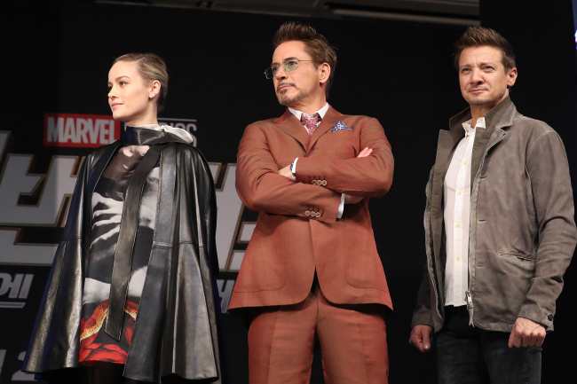 "Brie Larson (left), Robert Downey Jr. (center) and Jeremy Renner pose at the press conference for ""Avengers: Endgame"" on Monday in Seoul. (Yonhap)"