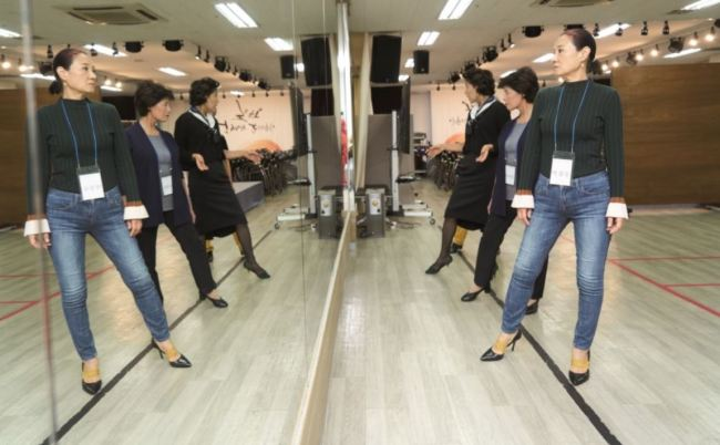 The Ministry of Employment and Labor introduces a group of fashion models in their 50s on its official blog, as part of its effort to promote job creation for seniors. (Employment Ministry)