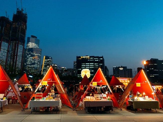 Bamdokkaebi Night Market in Yeouido (Kim Arin/The Korea Herald)