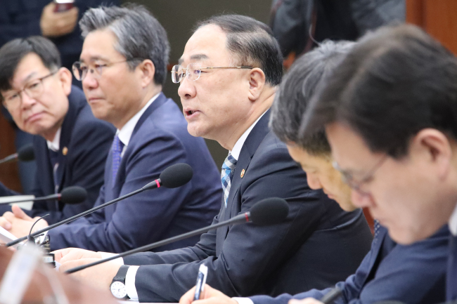 Deputy Prime Minister and Finance Minister Hong Nam-ki (center) speaks at a meeting with government officials at the government complex in Seoul on Monday. Yonhap