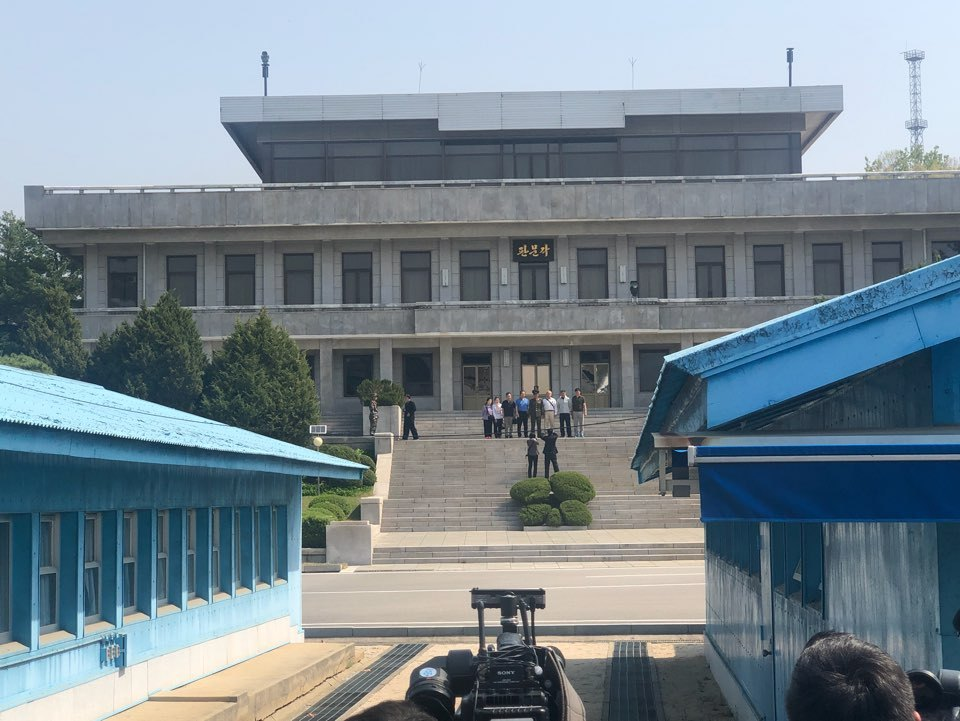 Tourists of North Korea tour the northern part of the JSA on Wednesday. (Jo He-rim/The Korea Herald)