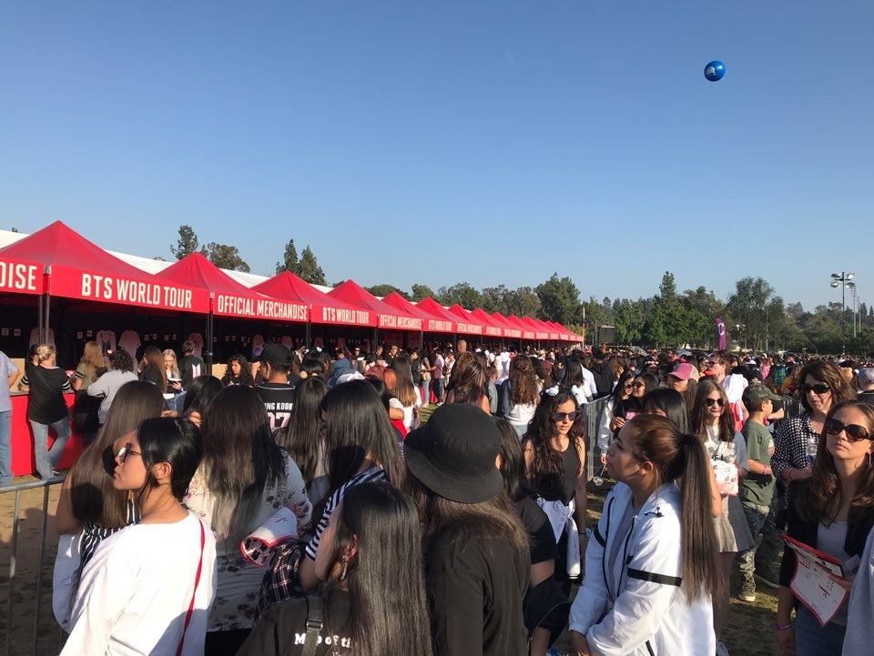 Concert-goers gather outside Rose Bowl Stadium inin Los Angeles for the BTS concert on Saturday.Yonhap
