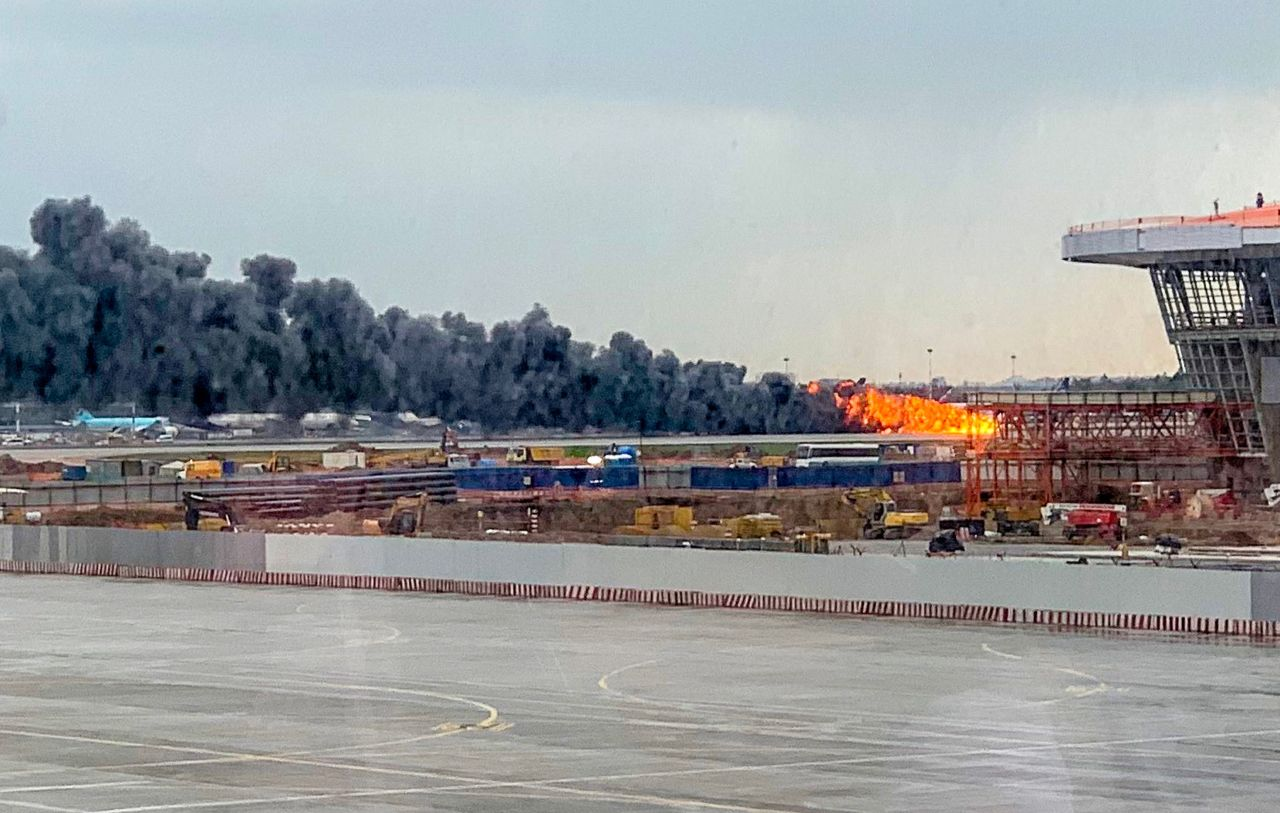 A picture taken on May 5, 2019, shows a fire of a Russian-made Superjet-100 at Sheremetyevo airport outside Moscow. - The Interfax agency reported that the plane, a Russian-made Superjet-100, had just taken off from Sheremetyevo airport on a domestic route when the crew issued a distress signal. (AFP-Yonhap)