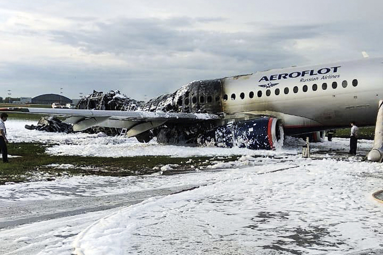 The Sukhoi Superjet 100 aircraft of Aeroflot Airlines is covered in fire retardant foam after an emergency landing in Sheremetyevo airport in Moscow, Russia, Sunday, May 5, 2019. Over a dozen people died Sunday in a fiery airplane accident at Moscow`s Sheremetyevo Airport, a spokeswoman for the Russian Investigative Committee said. (AP-Yonhap)