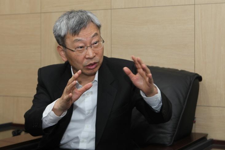 KVCA Chairman Chung Sung-in Park Ga-young/The Korea Herald