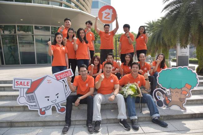 ZmyHome CEO Natthapon Asswisessiwakul (second in first row) poses with his team members. (ZmyHome)