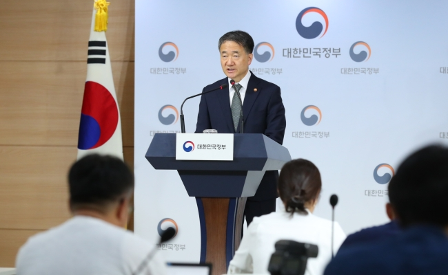 Health and Welfare Minister Park Neung-hoo speaks during a press briefing Wednesday at Central Government Complex in Jongno-gu, Seoul. (The Ministry of Health and Welfare)