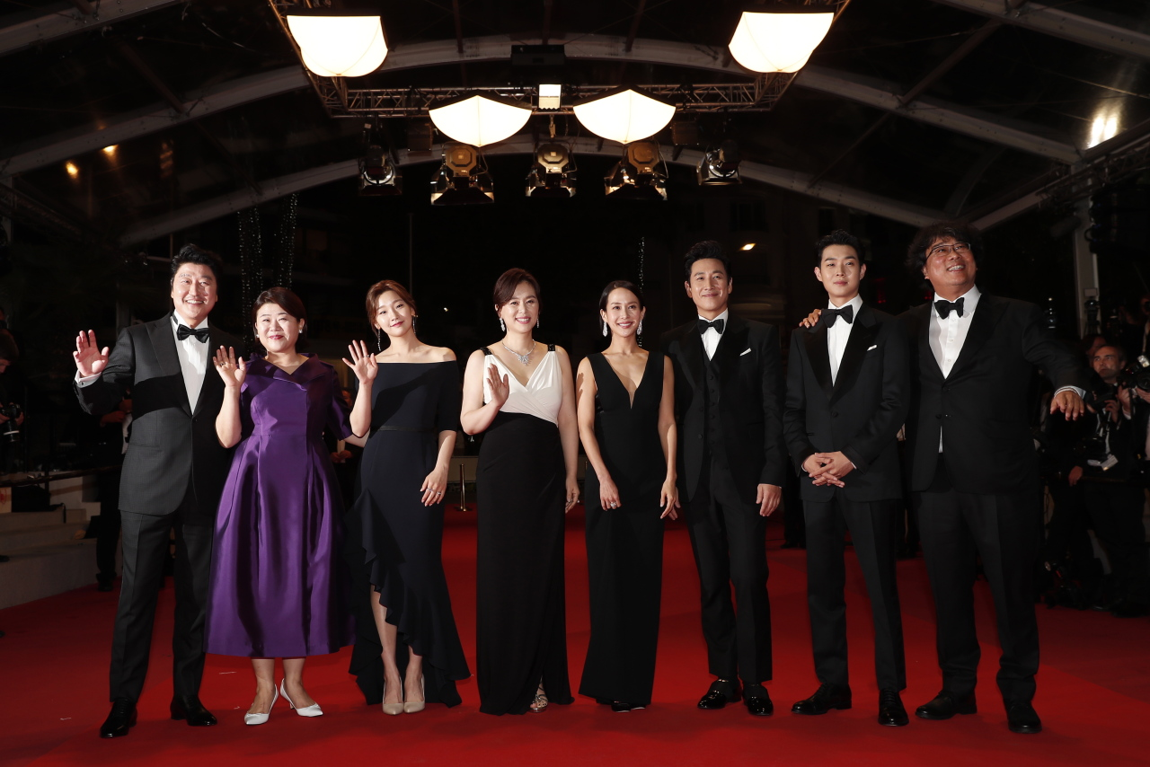 (R-L) South Korean director Bong Joon-ho, South Korean actor Choi Woo-shik, South Korean actor Lee Sun-kyun, South Korean actress Cho Yeo-jeong, South korean actress Chang Hyae-jin and South Korean actress Park So-dam, South Korean actress Lee Jung-Eun and South Korean actor Kang-ho Song arrive for the screening of `Parasite` during the 72nd annual Cannes Film Festival, in Cannes, France, 21 May 2019. The movie is presented in the Official Competition of the festival which runs from 14 to 25 May. (EPA-Yonhap)