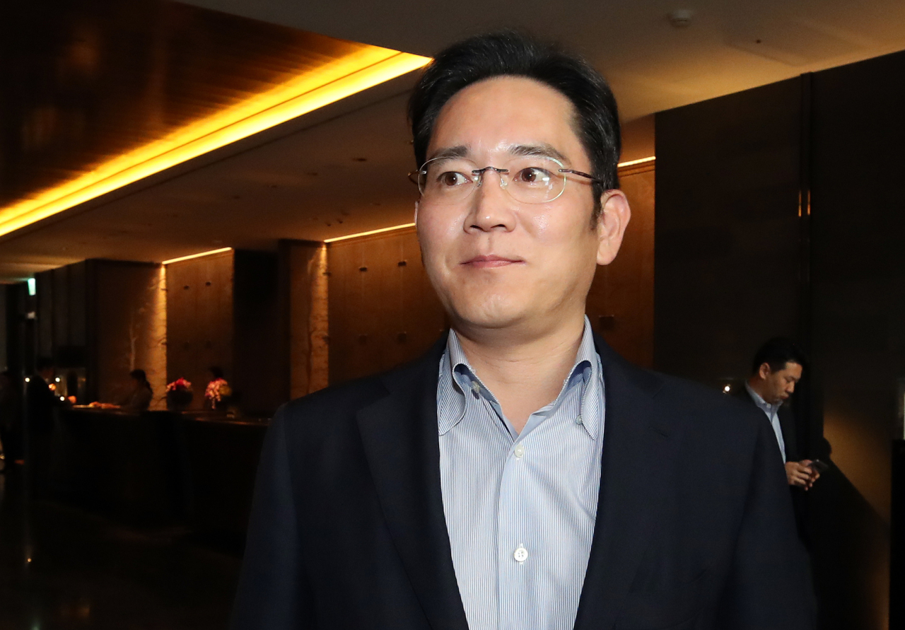 Lee Jae-yong, vice chairman of Samsung Electronics Co., arrives at a hotel in Seoul on Wednesday, to meet with former US President George W. Bush. (Yonhap)