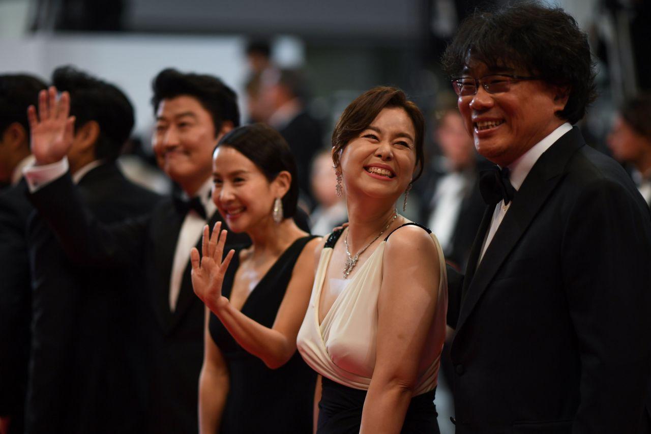 Bong Joon-ho (left) (Yonhap)