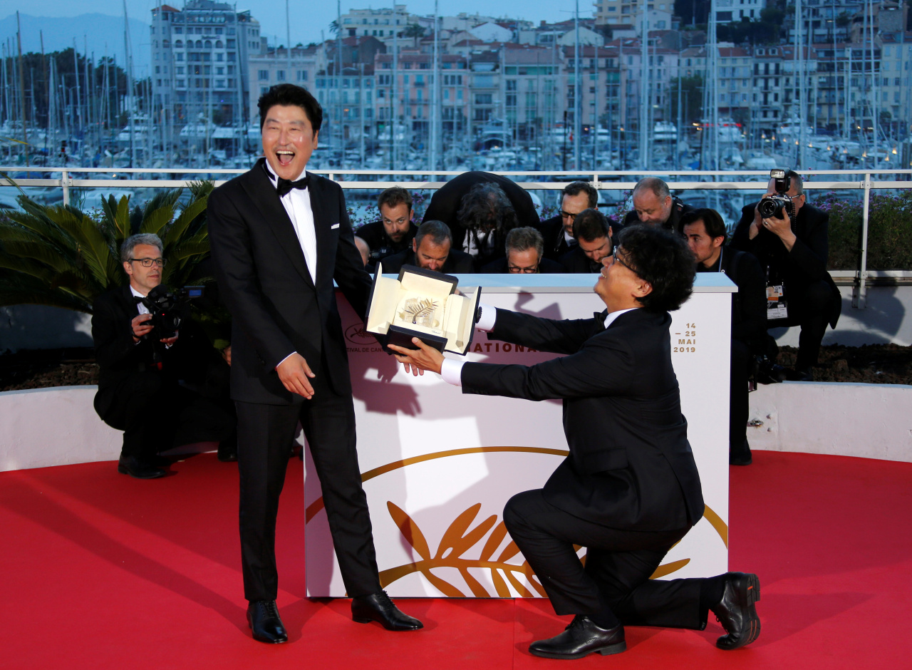 72nd Cannes Film Festival - Photocall after Closing ceremony - Cannes, France, May 25, 2019. Director Bong Joon-ho, Palme d`Or award winner for his film