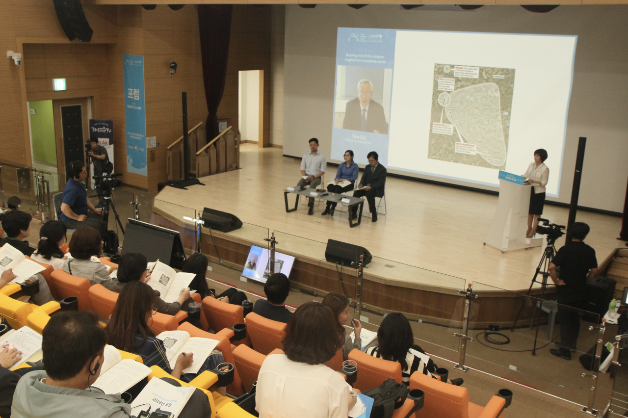 Panels discuss child-friendly urban planning at a forum organized by UNICEF Korea in Hwaseong, Gyeonggi Province, Friday. (UNICEF Korea)