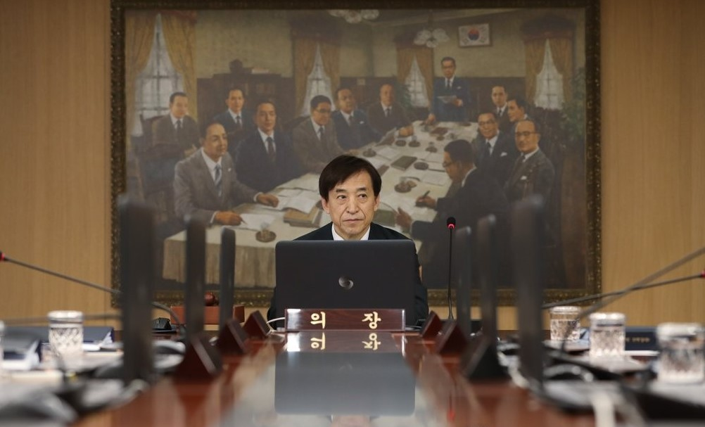 Bank of Korea Gov. Lee Ju-yeol attends a monthly rate-setting meeting at the central bank in Seoul on May 31, 2019. The BOK Monetary Policy Committee froze the benchmark policy rate at 1.75 percent for May amid lingering concerns over weaker economic growth. (Yonhap)