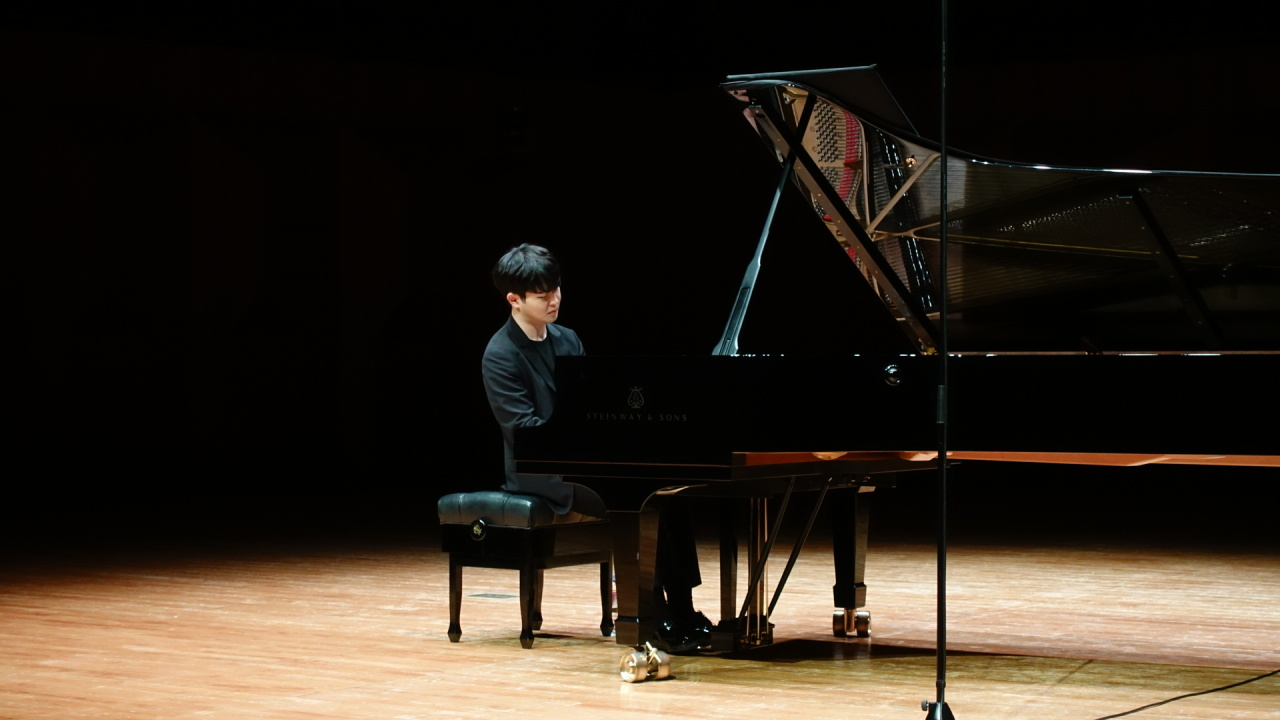 """Sunwoo Yekwon performs during a rehearsal for Saturday's recital, the last of his """"My Clara"""" nationwide tour, at the Seoul Arts Center. (Moc Production)"""