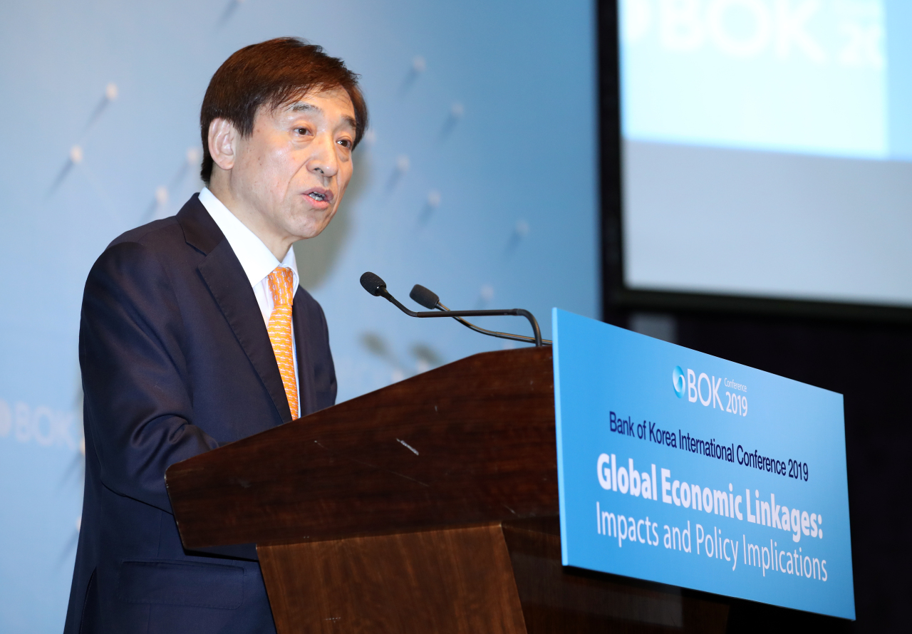BOK Gov. Lee Ju-yeol speaks Monday at the BOK's conference on global economic linkages. (Bank of Korea)
