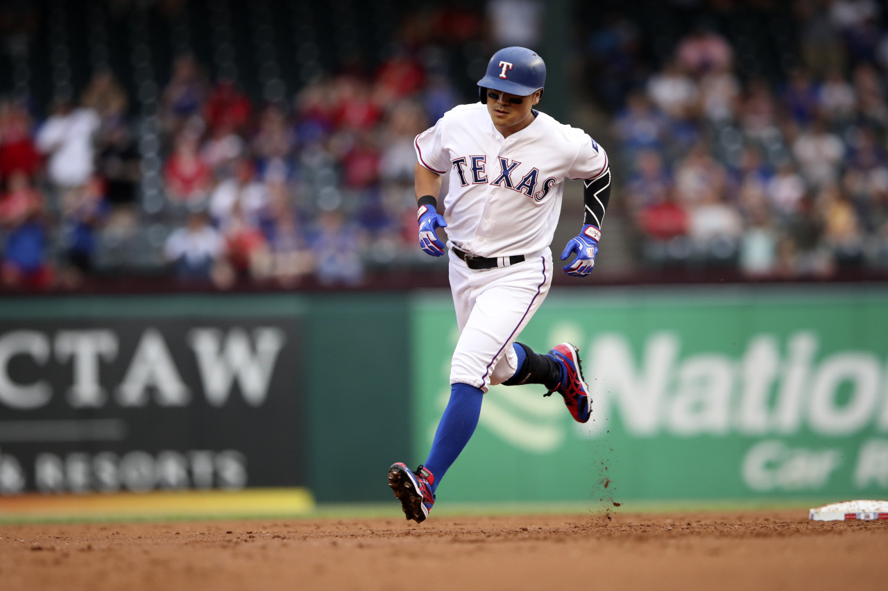 Texas Rangers left fielder Shin-Soo Choo (17) rounds the bases after hitting a home run during the first inning against the Baltimore Orioles at Globe Life Park in Arlington. (Kevin Jairaj-Yonhap)