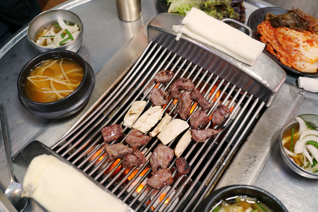 "Skirt steak is called ""seagull meat"" in Korean. (Lee Sun-hye/The Korea Herald)"